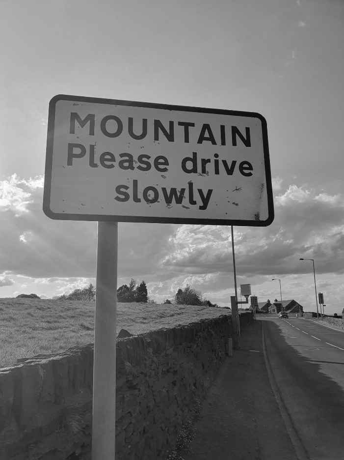 10-Mountain-Road-Sign